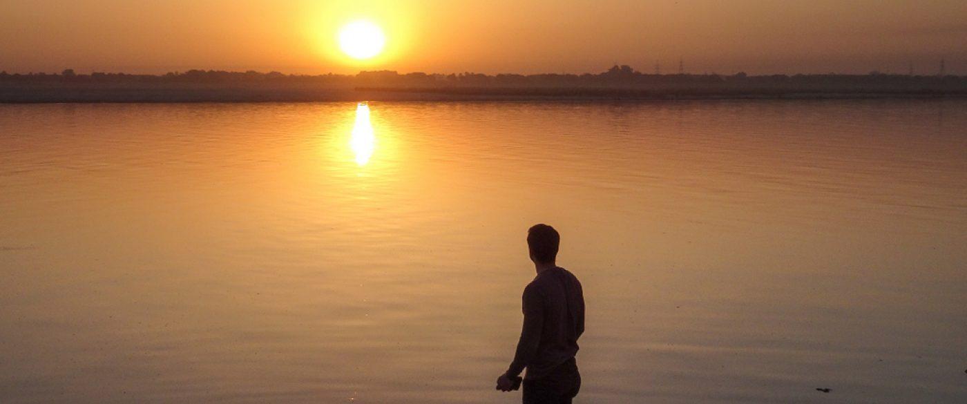 sunrise ghat varanasi me